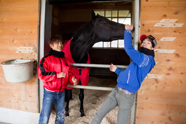 小崎厩舎に到着! 小崎厩舎に到着!500万を川須騎手で、1000万を松山騎手で勝ち上がったネオザ